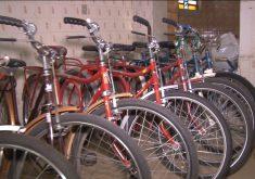 Colecionador de bicicleta antiga de Morada Nova (FOTO: Reprodução TV Jangadeiro)