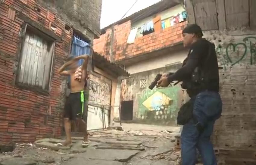 """""""Governo dá espaço muito grande para as facções criminosas atuarem"""", afirma especialista"""