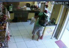 Após fazer arrastão em comércio, homem sai comendo picolé (FOTO: Reprodução TV Jangadeiro)