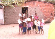 Crianças do caça e pesca vivem em extrema pobreza (FOTO: Reprodução TV Jangadeiro)
