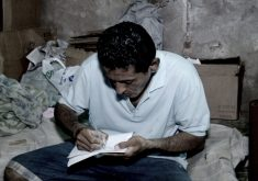Ismael ganha material de mágico para fazer suas apresentações(FOTO: Reprodução TV Jangadeiro)