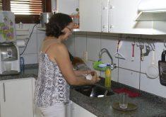 Joelita Moreno economiza dá exemplo e economiza água(FOTO: Reprodução TV Jangadeiro)
