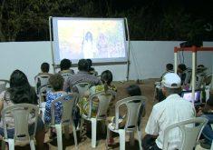 Cemitério vira sala de cinema (FOTO: Reprodução TV Jangadeiro)