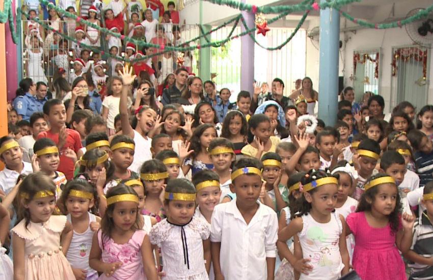 Guardas municipais arrecadam mais de 11 mil brinquedos e doam para crianças