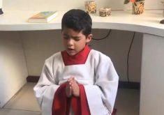 Padre mirim de Fortaleza, faz sucesso na intente(FOTO: Reprodução TV Jangadeiro)