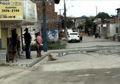 Moradores tentam entrar na rotina depois de chacina (FOTO: Reprodução TV Jangadeiro)