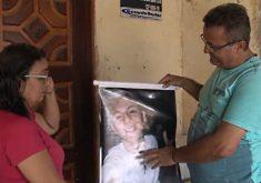 Pais de jovem assassinado na chacina de Messejana (FOTO: Reprodução/TV Jangadeiro)