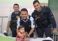 Criança de um ano de idade é salva por policiais (FOTO: Reprodução TV Jangadeiro)