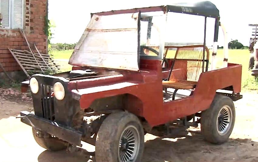 Agricultor cearense usa criatividade e monta carros com material de sucata