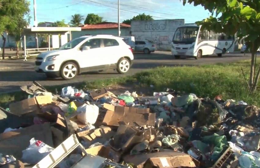 Enquanto vias de Fortaleza são exemplos no descarte de lixo, outras chamam atenção pela sujeira