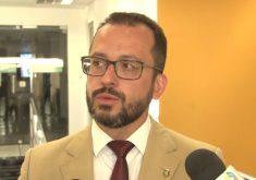 André Costa repassou detalhes após a reunião (FOTO: Reprodução/Nordestv Notícias)