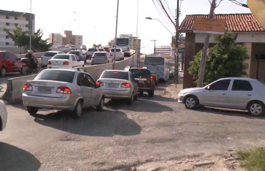 Bloqueios na Avenida Aguanambi pegaram motoristas de surpresa; veja desvios