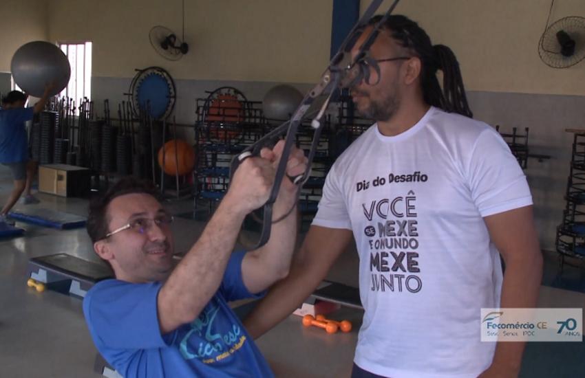 Homem com deficiência visual e auditiva mostra como superar limitações