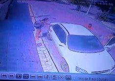 Assaltantes roubam carro de mulher (FOTO: Reprodução TV Jangadeiro)