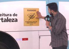 Ônibus de Fortaleza passam a circular agora com adesivos informando ponto cego (FOTO: Reprodução TV Jangadeiro)