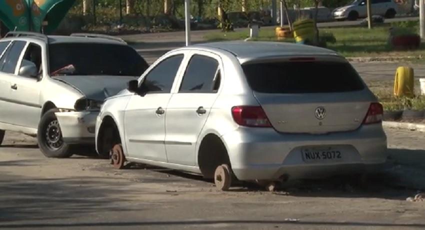 Veículos abandonados em locais públicos há mais de 5 dias podem ser removidos
