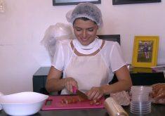 Após perder o emprego, Juliana Gouveia criou o próprio negócio(FOTO: Reprodução TV Jangadeiro)