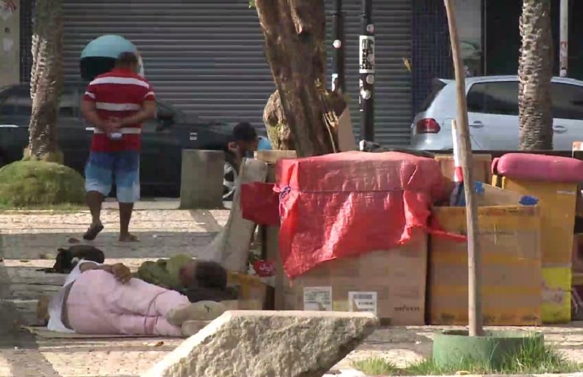250 pessoas vivem em situação de rua na Praça do Ferreira, em Fortaleza