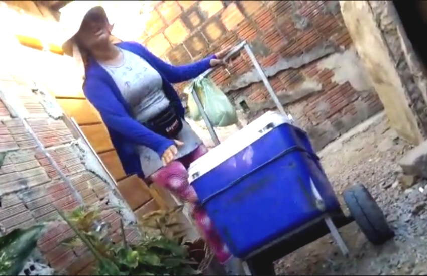 Cearense usa criatividade e faz paródia para vender dindim em Maranguape