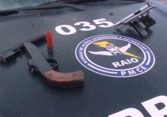Com os criminosos foram apreendidas uma pistola calibre 380 e uma arma artesanal calibre 12(FOTO: Reprodução TV Jangadeiro)