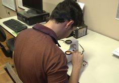 Isaac Gomes cria máquina para reconhecer joias preciosas (FOTO: Reprodução TV Jangadeiro)