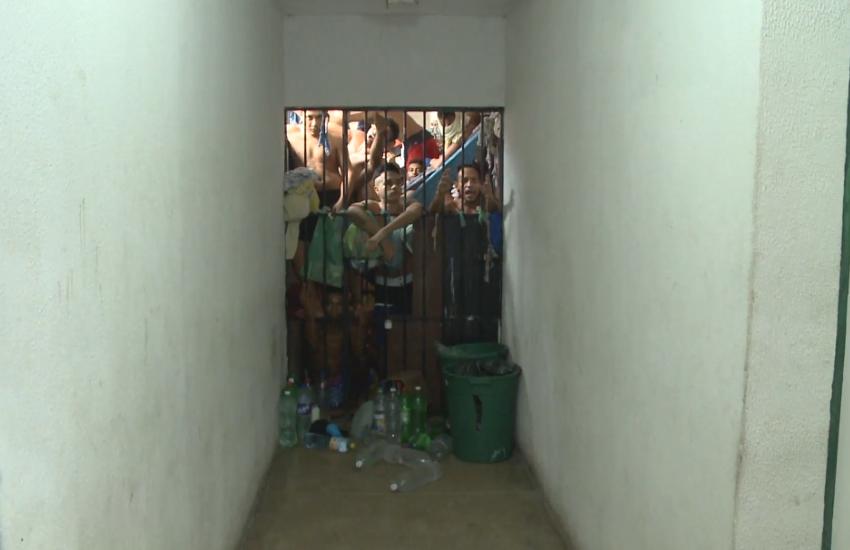Justiça veta transferências de detentos das delegacias para presídios