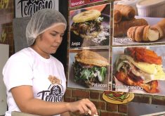 Venezuelanos vendem comidas típicas no Ceará (FOTO: Reprodução TV Jangadeiro)