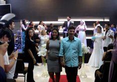 Marido faz pedido de casamento surpresa dentro de outro casamento (FOTO: Reprodução TV Jangadeiro)