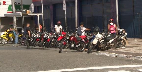 Motociclistas reclamam de quantidade insuficiente de vagas devido às áreas de Zona Azul