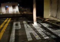 Rua é sinalizada de forma inusitada no Ceará (FOTO: Reprodução TV Jangadeiro)