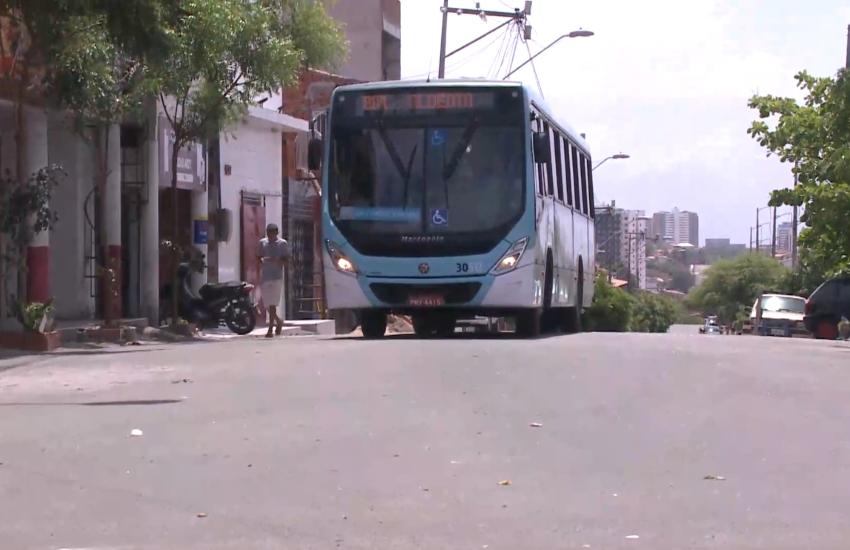 """""""Quando começam os rumores de ataques, os ônibus param"""", reclamam passageiros"""