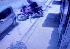 Motoboy tem veículo roubado durante entrega (FOTO: Reprodução TV Jangadeiro)