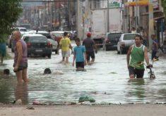 Transtornos causados pela forte chuva em Fortaleza (FOTO: Reprodução TV Jangadeiro)