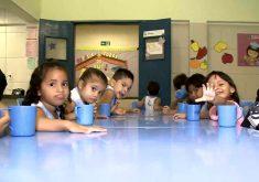 Mais de 5 mil crianças que estão na fila de espera por uma vaga na em creche (FOTO: Reprodução TV Jangadeiro)