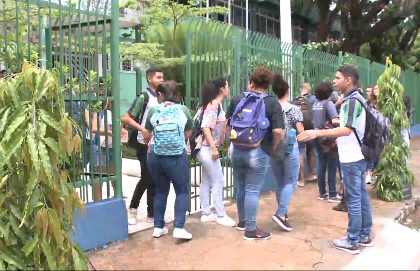 Escolas públicas do Ceará não podem impedir que alunos assistam às aulas por falta de uniforme