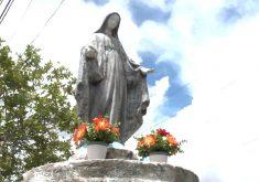 Imagens de santa são simbolo de fé e pedido por paz em Fortaleza (FOTO: Reprodução TV Jangadeiro)