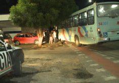 Policial militar se envolve em acidente com ônibus (FOTO: Reprodução TV Jangadeiro)