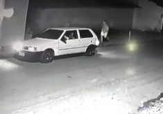 Câmera de segurança flagra ação de assaltantes em Caucaia (FOTO: Reprodução TV Jangadeiro)