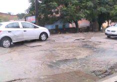 Buracos têm dado dor de cabeça aos motoristas (FOTO: Reprodução/TV Jangadeiro)