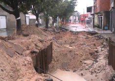 Buracos se abrem em vias de Fortaleza (FOTO: Reprodução/TV Jangadeiro)