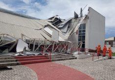 Parte do teto desabou na sexta-feira (FOTO: Reprodução/Whatsapp)
