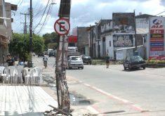 No Bom Jardim, poste com estrutura comprometida (FOTO: Reprodução/TV Jangadeiro)