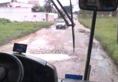 Buracos atrapalham percursos de coletivos. (Foto: Reprodução/TV Jangadeiro)