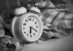Demorar a levantar da cama é preguiça ou inteligência? (Foto: Pexels)