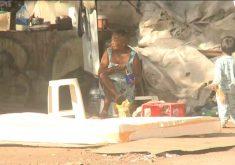 Há famílias inteiras vivendo embaixo do viaduto. (Foto: Reprodução/TV Jangadeiro)