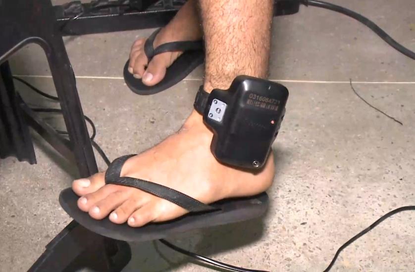 Resultado de imagem para tornozeleira eletronica