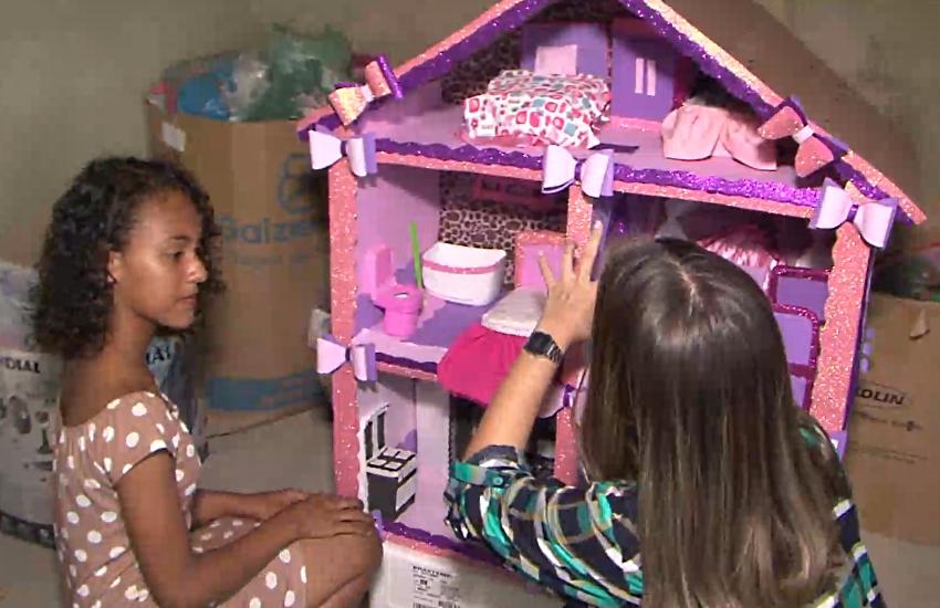 Casinha é feita com material reciclável (FOTO: Reprodução/TV Jangadeiro)