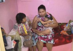 A família mora em um trailer que mede 6 m² (FOTO: Reprodução/TV Jangadeiro)