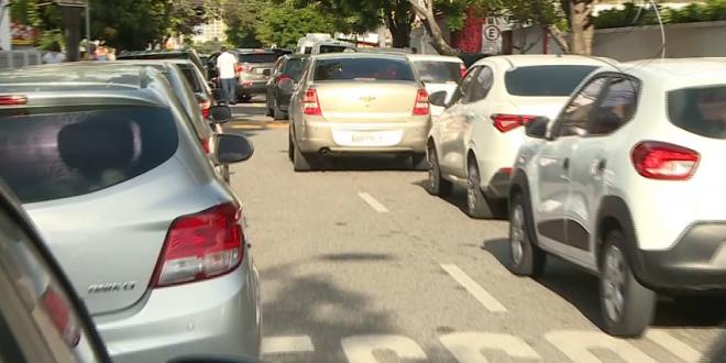 Com retorno das aulas, infrações de trânsito reaparecem nas portas das escolas