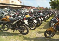 Os lOs lances iniciais são de R$ 300 para motos e R$ 2.500 para carros (FOTO: Reprodução/TV Jangadeiro)